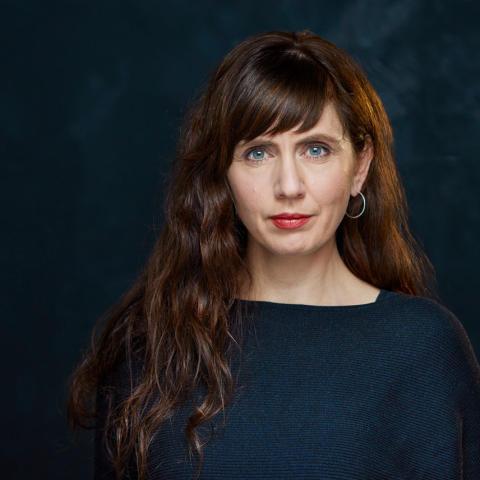 Manusdronning og bokdebutant Anne Elvedal bruker erfaringer fra eget liv i ny, paranormal grøsserserie for ungdom: Dødens spill