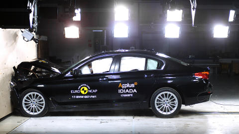 BMW 5-Series - Frontal Full Width test 2017