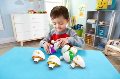 Fisher-Price Lern-Raupe Flitzi lässt Kinder schon im Vorschulalter das Zukunftsthema Programmierung spielerisch entdecken