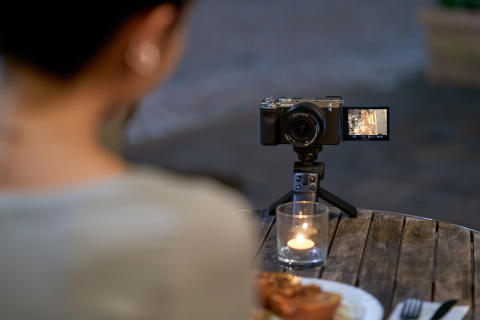 Sony presenta la fotocamera Alpha 7C e un nuovo obiettivo zoom: il sistema full-frame più piccolo e leggero al mondo[i]