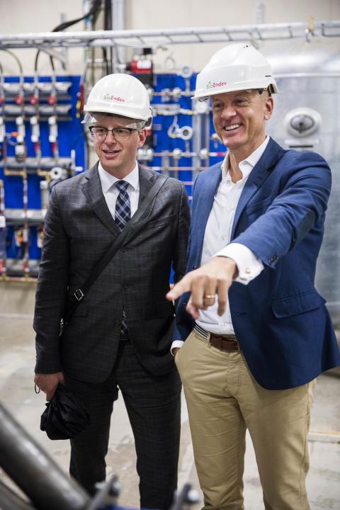 Närings-och innovationsminister Mikael Damberg och Anders Frisk, vd BioEndev