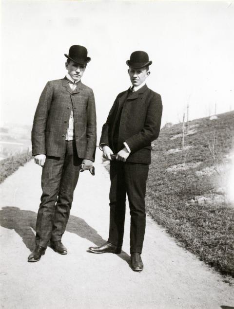 På promenad i Slottskogen 1906