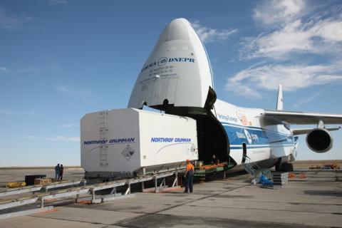 Début de la campagne de lancement avec l'arrivée du satellite EUTELSAT 5 West B au cosmodrome de Baïkonour