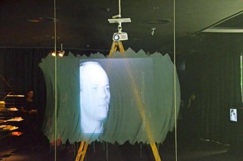 """Blick in die Ausstellung """"I`LL BE YOUR MIRROR. Screen Tests von Andy Warhol"""""""
