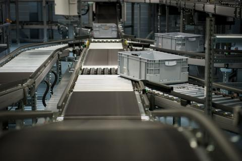 Automatisoitu varasto- ja keräilyjärjestelmä on Tamron uusin investointi Tampereen lääkejakelukeskuksessa.