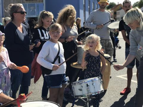 Ærø Dog Days - Samba velkomst ved færgen