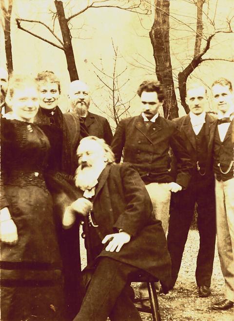 Gruppenbild mit Johannes Brahms und Gustav Jenner
