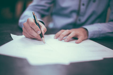 Var sjunde småföretagare skickar fortfarande pappersfakturor
