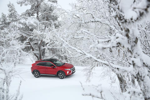 Eclipse Cross - snow 3-4 front - upper