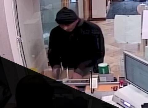 Steven Ifield robbing a bank in Redbridge 002.jpg