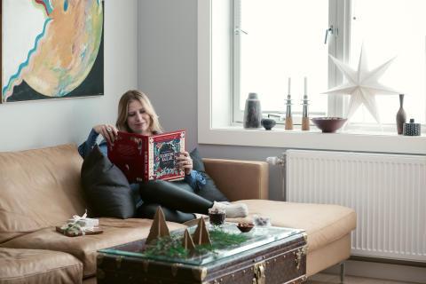 Ingebjørg Bratlands julebok, Klokkene kallar, i godt litterært selskap