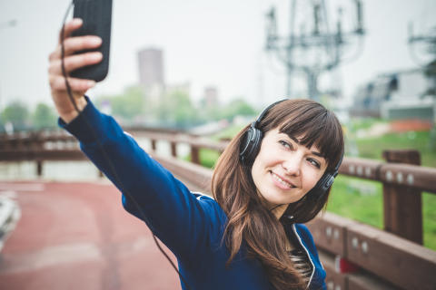 En tredjedel af danskerne er hoppet på selfiebølgen