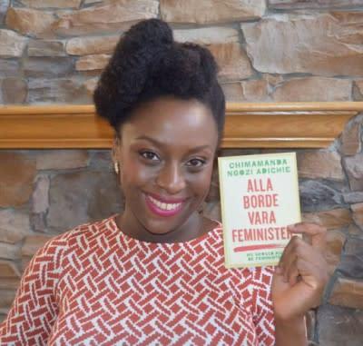 Alla borde vara feminister - Chimamanda Ngozi Adichies nya bok ges som gåva till alla Sveriges gymnasieskolor!