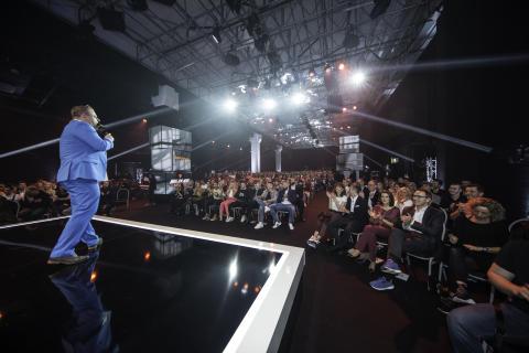 Moderator Steven Gätjen sorgt für gute Stimmung während der Verleihung