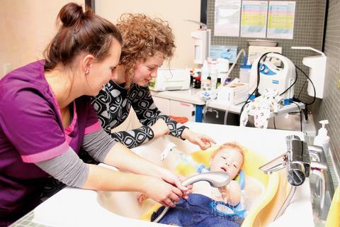 Stellenausschreibung: Examinierte Gesundheits-und Kinderkrankenpfleger/innen und examinierte Gesundheits- und Krankenpfleger/innen