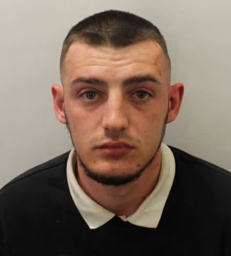 Man who carried out Oxford Street stabbing wanted by police
