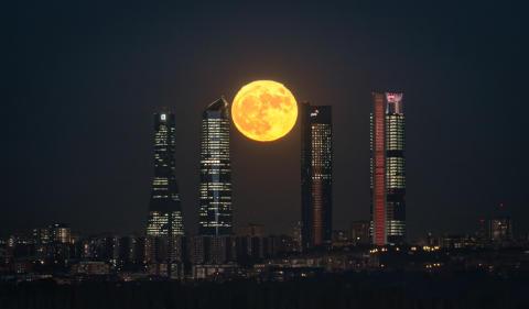 Las cámaras Sony capturan imágenes cautivadoras de fenómenos naturales excepcionales: la superluna