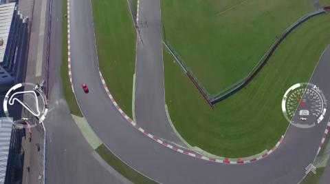 Sett deg bak rattet på nye Ford Mustang V8 på Silverstone racerbanen i en fantastisk interaktiv video