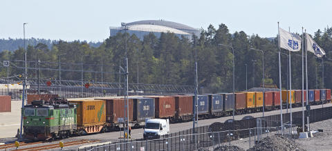 First train arrives at Stockholm Norvik Port
