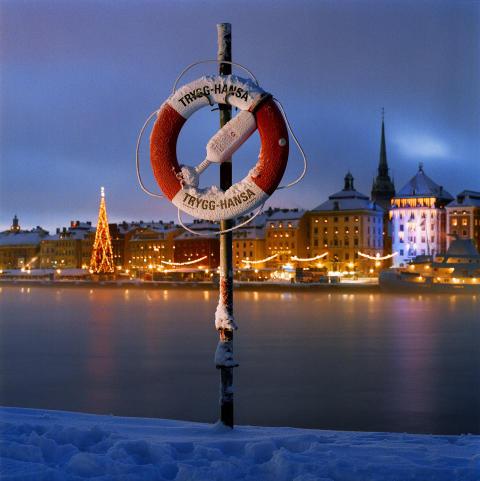Trygg-Hansa_livboj vinterstockholm