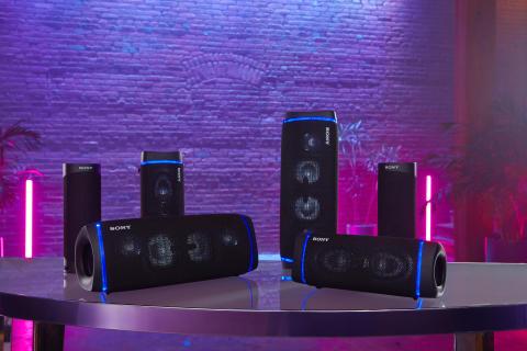 Nyt overlegen lyd uansett hvor du befinner deg med Sonys nye trådløse EXTRA BASS™-høyttalere
