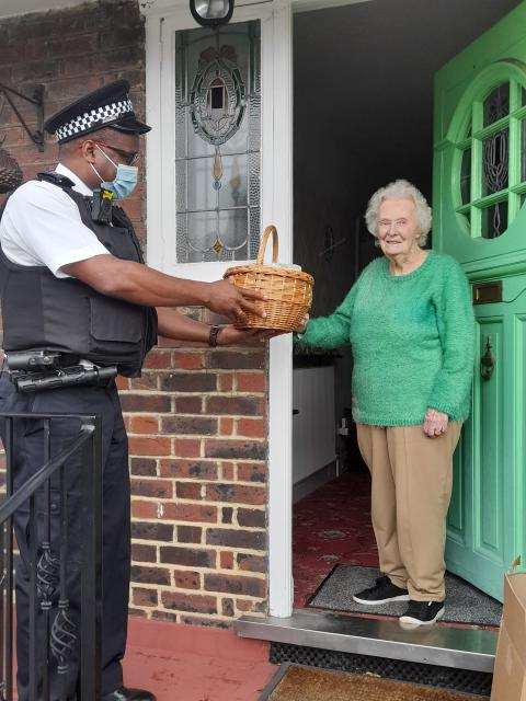 Long-serving Met officer delivering Christmas joy to residents of Lambeth and Southwark