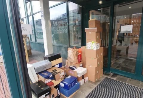 Kartons können im Vorraum des Welcome Centers sicher und trocken abgestellt werden