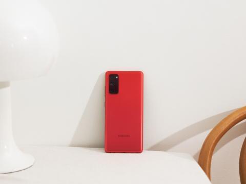 11. Galaxy S20 FE_Cloud Red