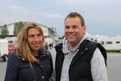Petri Tarakkamäki och Tina Mörk uppskattar gemensamheten på Elmia Husvagn Husbil.