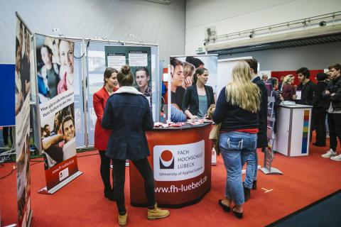 Berufsvorbereitung in Louisenlund: Catherine Donovan bereitet als Career Counsellor Schülerinnen und Schüler auf erfolgreiches Berufsleben vor.