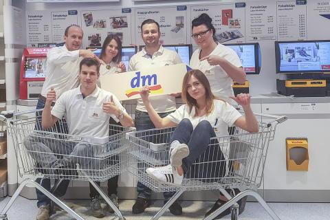 dm-Markt eröffnet in Babelsberg: Spendenaktion mit Potsdamer Schauspielerin zugunsten des Vereins KidsKultür