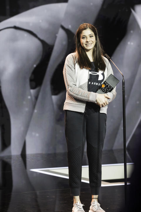 Profi-Schwimmerin Yusra Mardini gewinnt den HERO Award