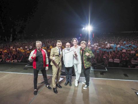 Gyllene Tider sågs av 254 233 personer under sommarens stora turné!
