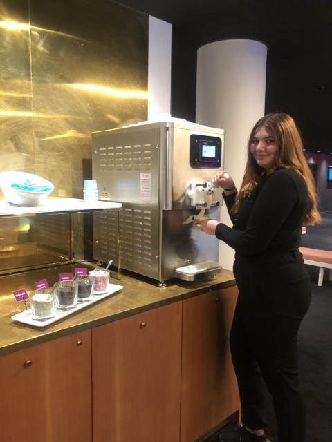 Cassandra på Quality Hotel Globe, där hon gör den praktiska delen av hotellutbildningen.