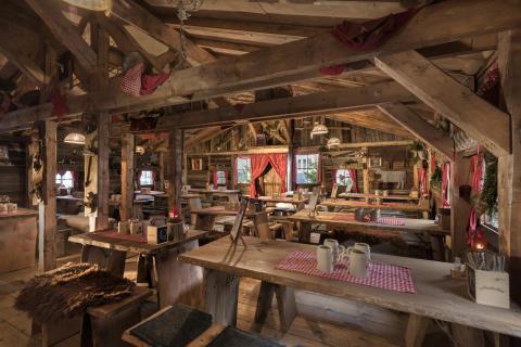 Gemütliches Flair in der Elbalm Hütte