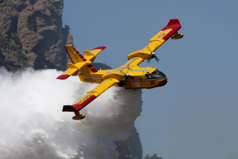 5. Canadair CL-415
