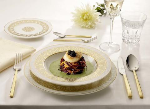 Only the Orient glitters with such ornamental splendour – Golden Oasis: Elegant opulence in white and gold