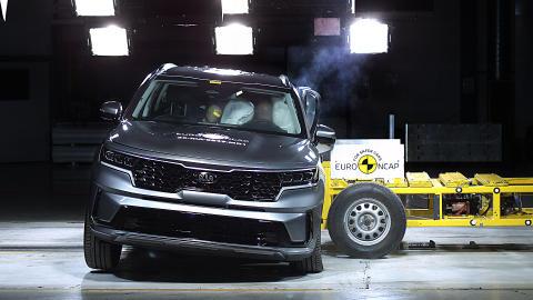 Kia Sorento - Side Mobile Barrier test 2020