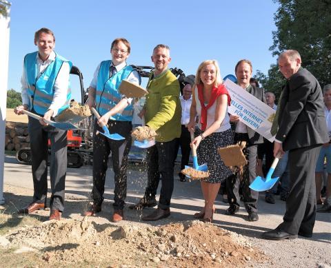 Glasfaserausbau im Landkreis Ebersberg:  Spatenstich in Egmating für vier Projekte