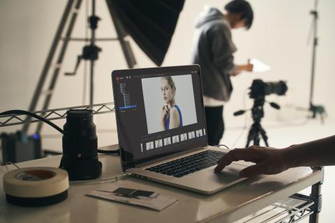 Az új Imaging Edge szoftver új szintre emeli a készülékek közötti kapcsolódást és bővíti a Sony kamerák kreatív képességeit