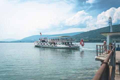 St. Peterinsel Schiffsteg, Jura & Drei-Seen-Land