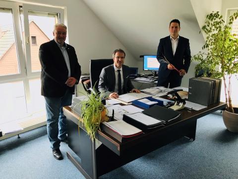 Gemeinde Wöllstadt schließt Vertrag für kupferfreie Glasfaseranschlüsse
