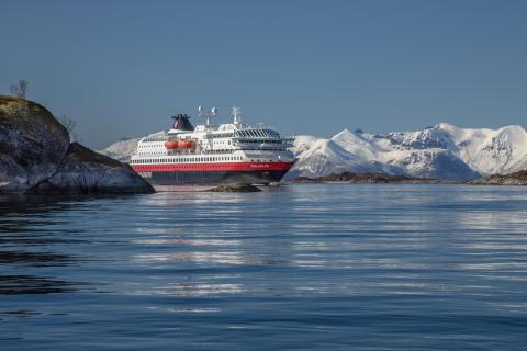 Ny avtale sikrerfortsattfemHurtigruten-skipmellom Bergen og Kirkenes