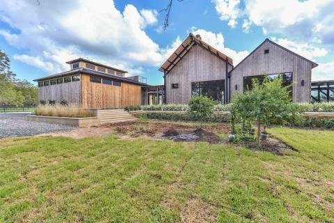 MODERN RANCH ESTATE RECENTLY COMPLETED ON PECAN FARM IN TEXAS