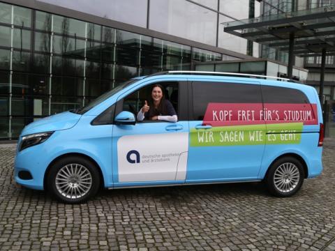 Vor Ort für Heilberufe-Studierende - mit einem fahrenden Beratungsbüro