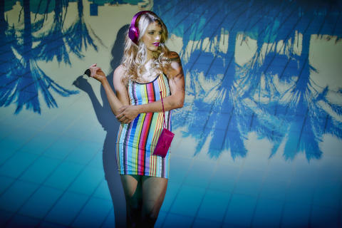 Modekollektion aus bunten Kabeln