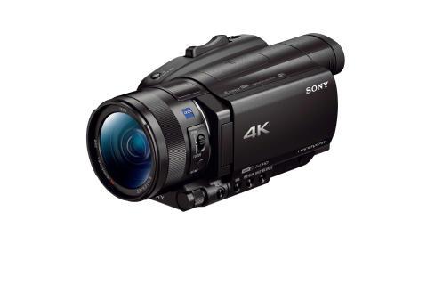 Sony annonce l'arrivée de trois nouveaux caméscopes compacts, stupéfiants par leurs performances de mise au point avec leur capteur doté de 273 points AF à détection de phase  et leurs capacités d'enregistrement 4K HDR