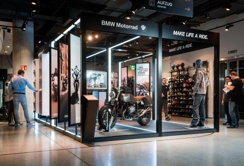 BMW Motorrad Pop Up Store in München.