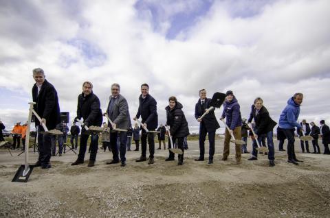 I dag ble første spadetaket for Scandinavian Mountains Airport tatt. Flyplassen skal stå klar høsten 2019.