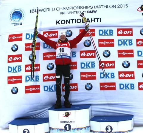 Johannes Thingnes Bø på pallen etter sprinten, VM Kontiolahti 2015